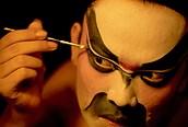 Actor maquillándose