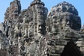Caras talladas en los templos
