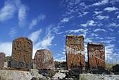Cruces cerca del lago Sevan