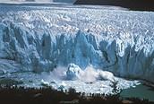 Desprendimiento de hielo en el Glaciar Perito Moreno