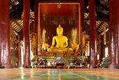 Interior del templo en Chiang Mai