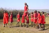 Los Masais han conservado sus ancestrales costumbres a pesar del contacto con el mundo occidental