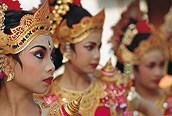 Mujeres balinesas ataviaddas con el traje típico