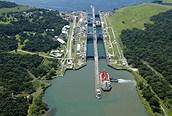 Vista aérea del canal de Panamá