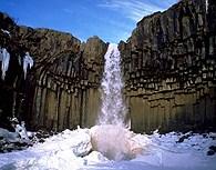 Cascada helada de Svaoss