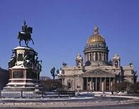 Estatua delante de la Catedral de San Isaac, San Petersburgo